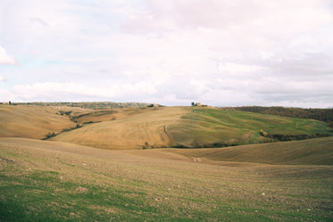 a house on the horizon of the italian landscape