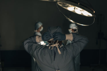 a surgeon ties his head scrub