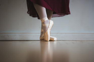 ballet in red skirt with toe shoes