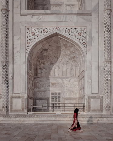 big marble alcove with flowerly inlay