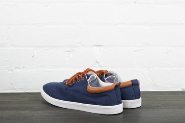 blue and white skate shoes