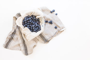 Free Bowl Of Berries & Hand Towel Photo — High Res Pictures