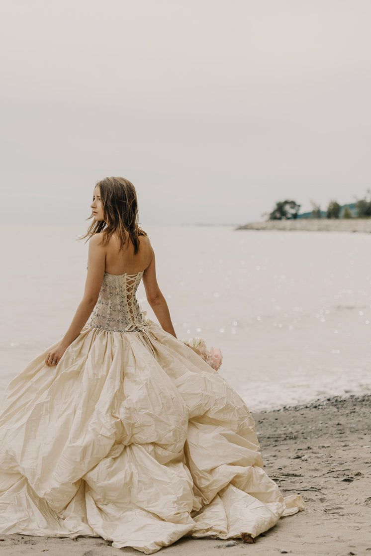 Bridal Fashion Beach Photo