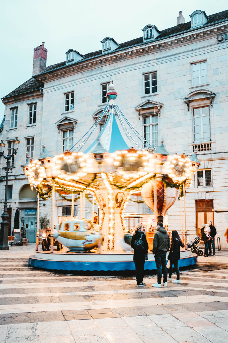 carousel-lights-up-and-spins.jpg?width=7
