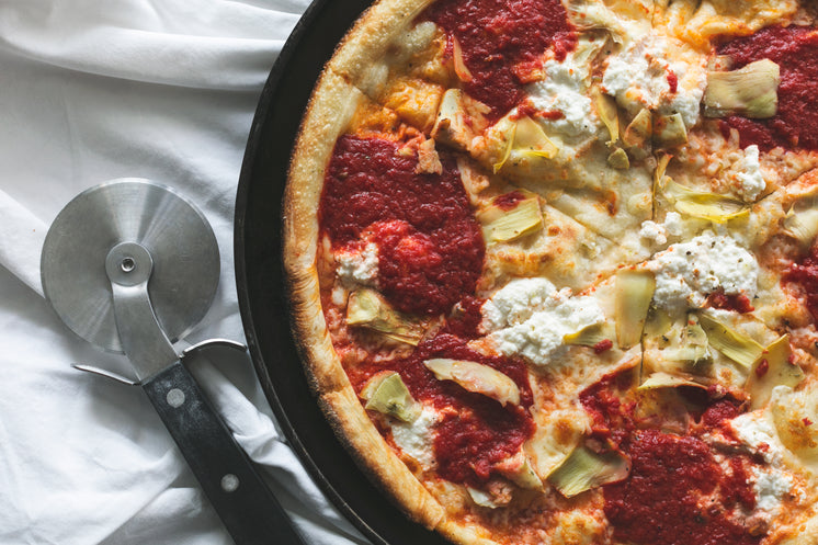 Cheese And Artichoke Pizza With Slicer