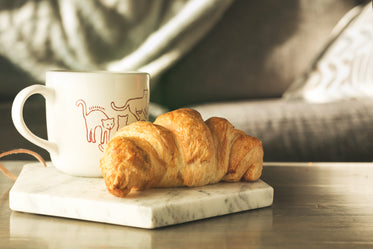 High Res Croissant Coffee Picture — Free Images