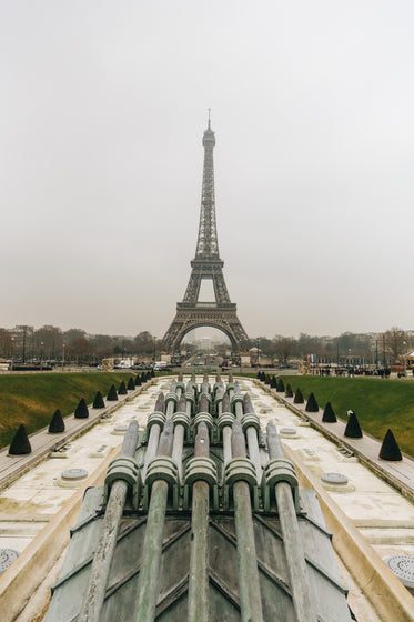 eiffel tower on cloudy day