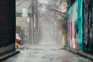 High Res Foggy Urban Alley Picture — Free Images