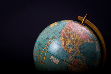 High Res Globe On Black Background Picture — Free Images