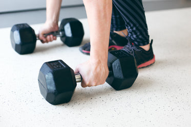 hand lifts free weights