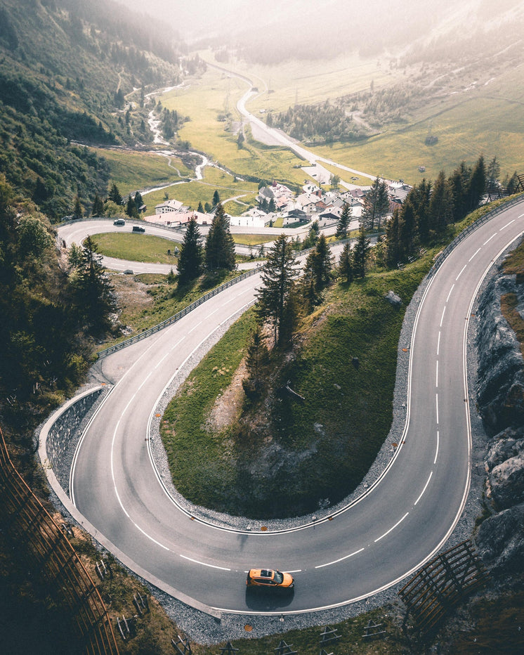 highway-winding-up-out-of-mountain-valle