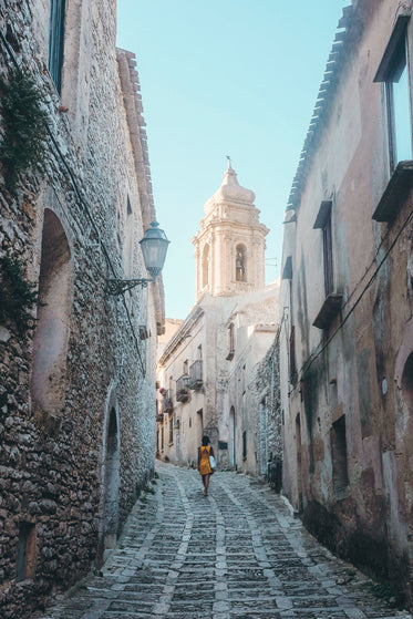 incline alley leading to chapel