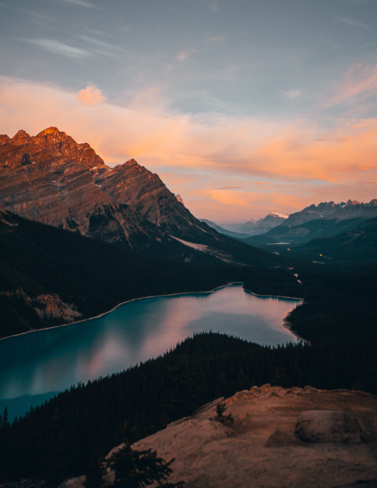 lake-in-the-mountains-at-dusk.jpg?width=