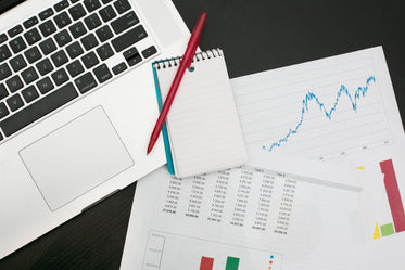 Free Making A Budget Tracking Finances Photo — High Res Pictures