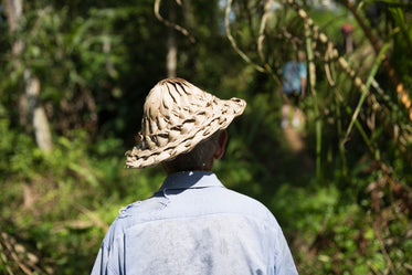 High Res Man In Grass Hat Picture — Free Images
