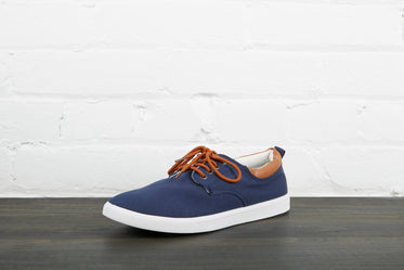 navy blue skate shoe left