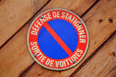 High Res No Parking Sign In French Picture — Free Images