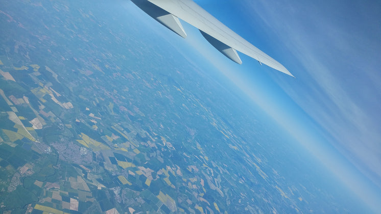 patterns-of-farmland-from-aircraft-view.