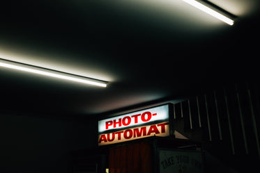 red neon photo booth sign
