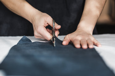 scissors cutting fabric straight on