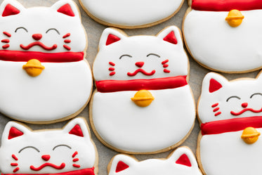 several beckoning cat cookies
