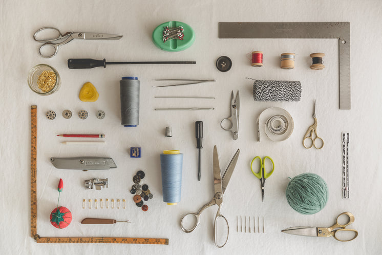 Sewing Tools Flatlay Knolling