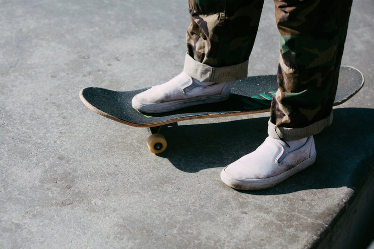 skater-standing-with-one-foot-on-the-boa