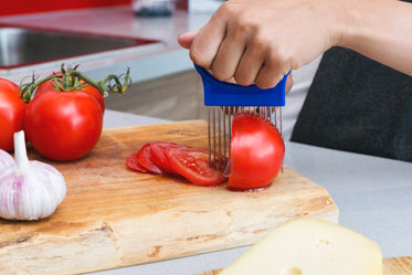 Free Slicing Tomato Photo — High Res Pictures
