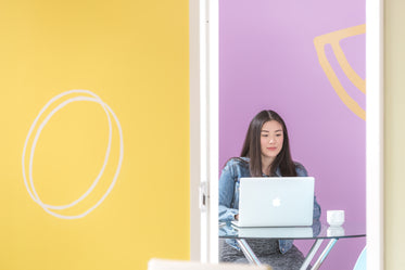 startup woman working