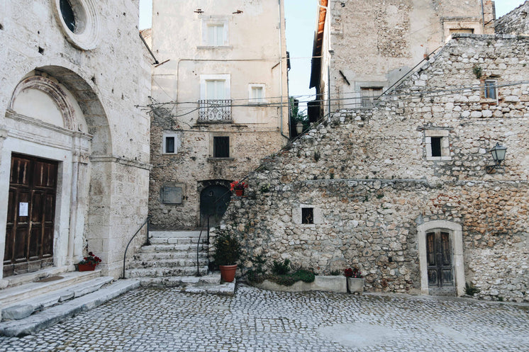 stone-courtyard-sorrounded-by-buildings.