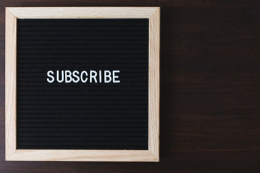 subscribe sign