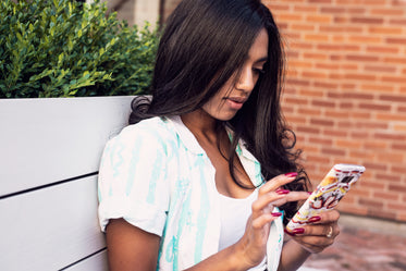 women's summer fashion and texting